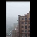 Video Pria Jatuh Dari Puncak Gedung Tinggi Gara-gara Selfie